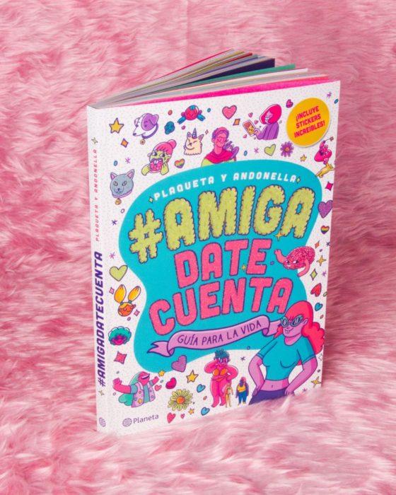Portada del libro #AmigaDateCuenta de Andonella y Plaqueta