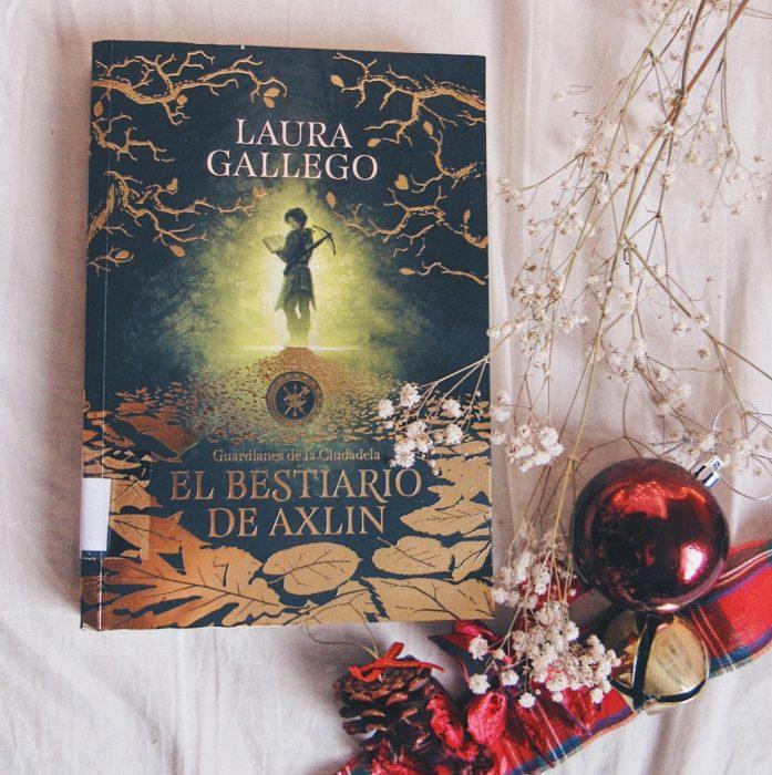 Portada del libro El Bestiario de Axlin de Laura Gallego García