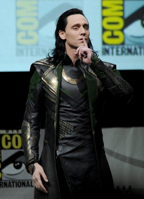 Tom Hiddleston como Loki, hermano de Thor en Avengers, Marvel, actor en convención de anime y cómics, Comic-con