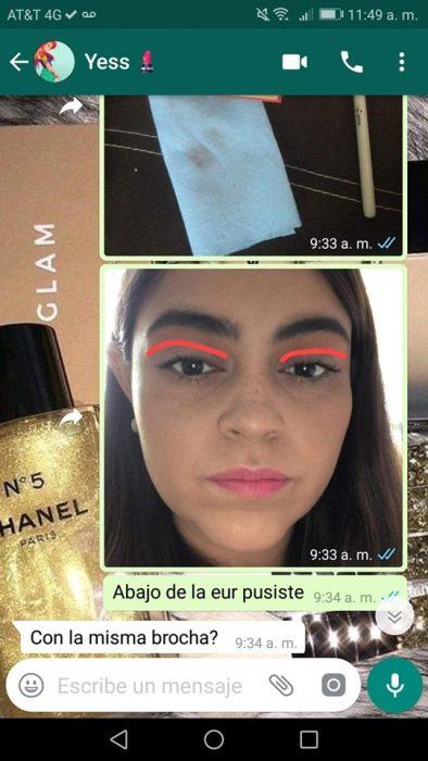 Mujer ayuda a su mejor amiga a maquillarse vía Whatsapp a la distancia