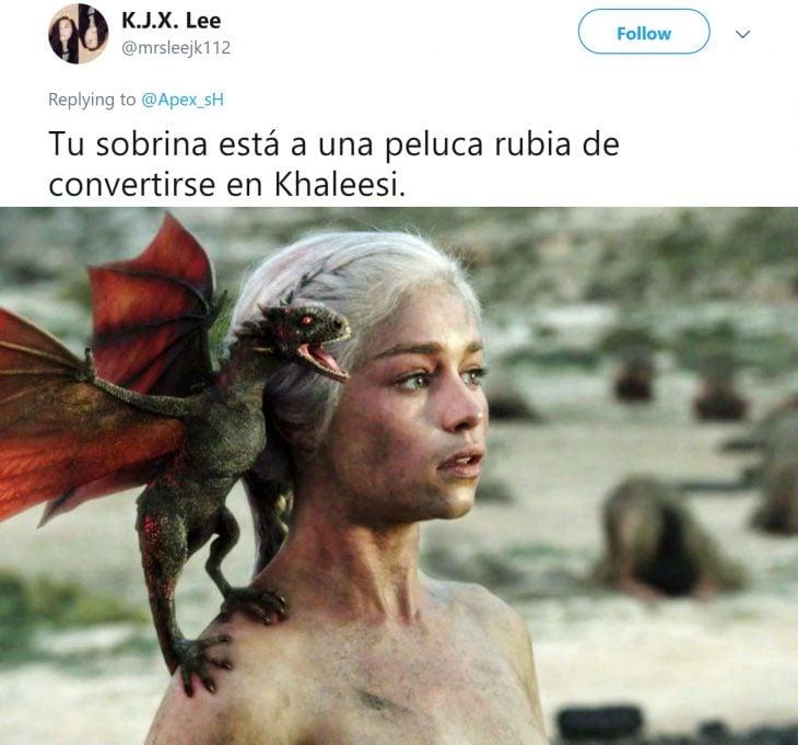 Niña entrena a su ave para atacar cuando ella grita; Emilia Clarke, Daenerys Targaryen, Khaleesi, con su dragón en el hombro