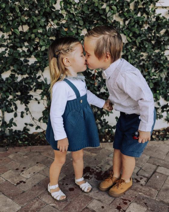 Cosas graciosas que dicen los niños; niños rubios dándose un beso