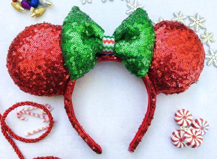 Diadema de las orejas de minnie Mouse de color rojo con verde. Colección navideña