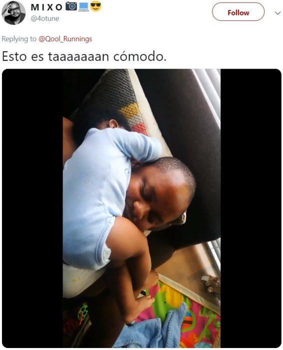 Bebé dormido sobre su papá en posición rara e incómoda