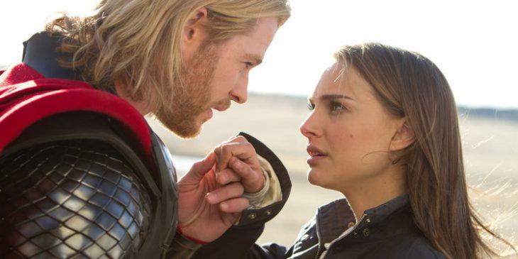 Thor y Jane Foster despidiendose, escena película Thor, Chris Hemsworth, Natalie Portman