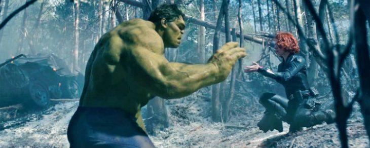 Bruce Banner y Natasha Romanoff en medio de un bosque charlando, escena película Avengers: Infinity War, Mark Ruffalo, Scarleth Johansson