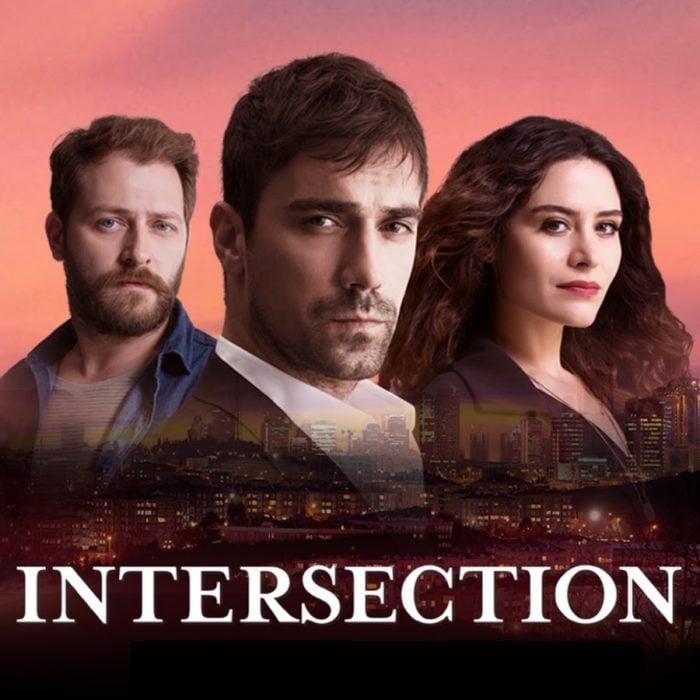 Poster de la serie de Netflix Intersection. Personajes mirando hacia el horizonte