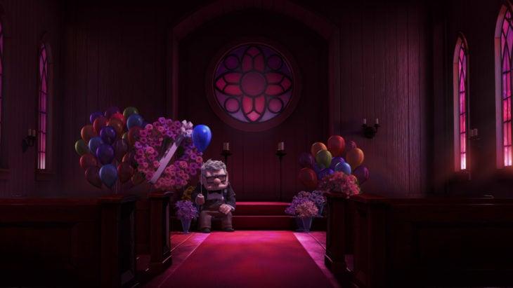 Curiosidades de película de Disney-Pixar, Up: una aventura de altura; Carl Fredricksen en el funeral de Ellie, con un globo azul en la mano