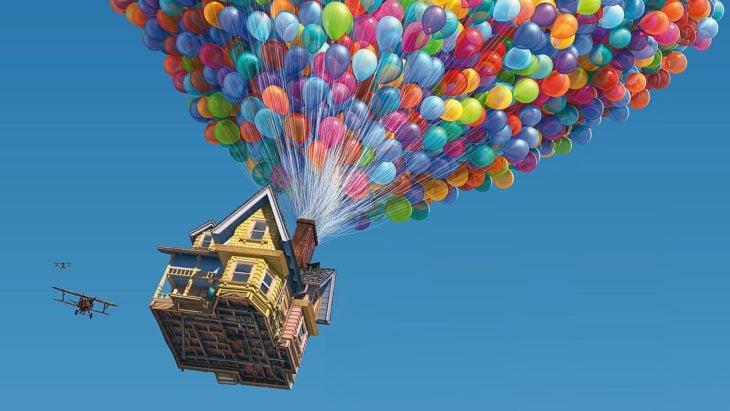 Curiosidades de película de Disney-Pixar, Up: una aventura de altura; casa flotando con miles de globos y un avión al lado