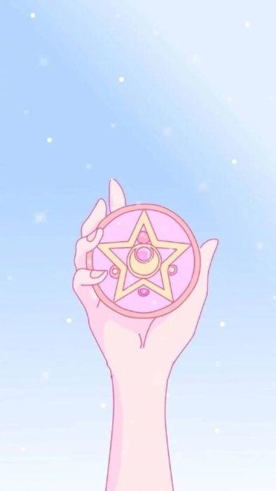Fondo de pantalla para celular inspirado en Sailor Moon son la mano de Serena sosteniendo el prisma lunar