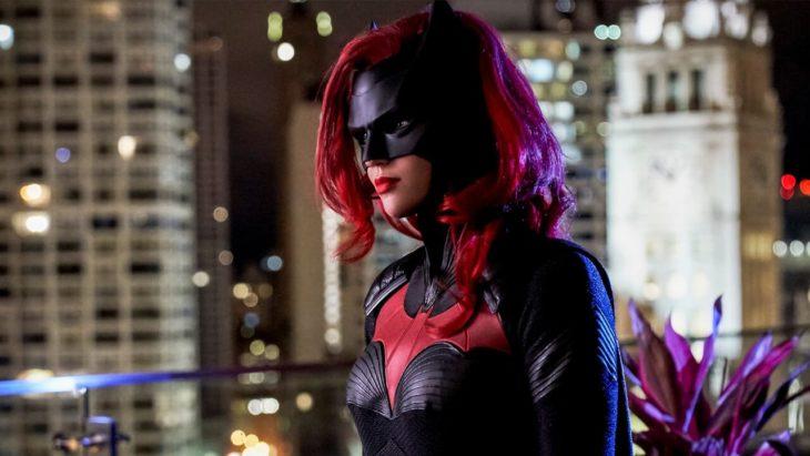 Batwoman con su traje y máscara