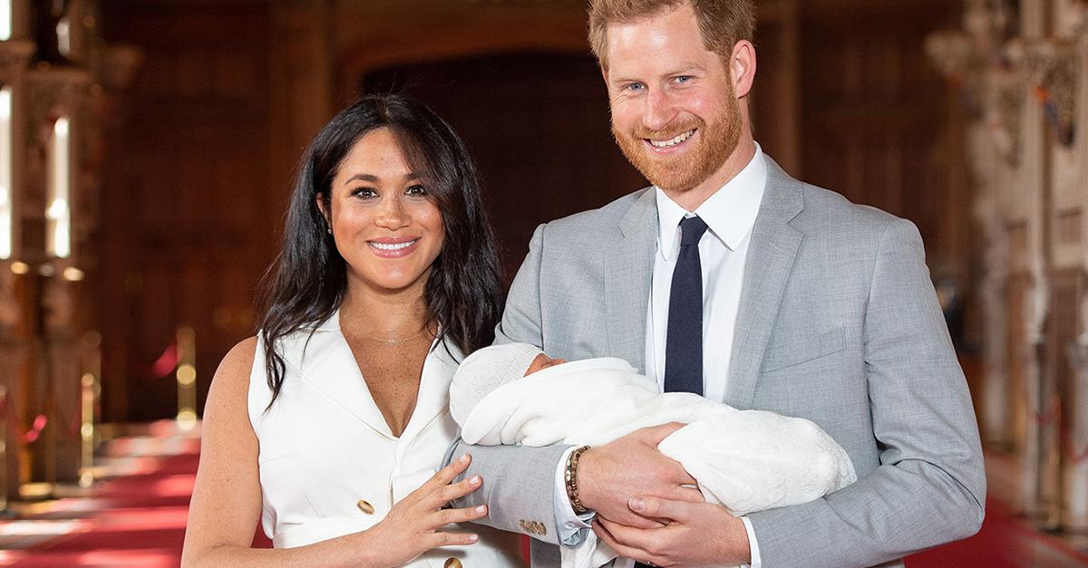 Meghan Markle y el príncipe Harry muestran a su bebé con gran orgullo