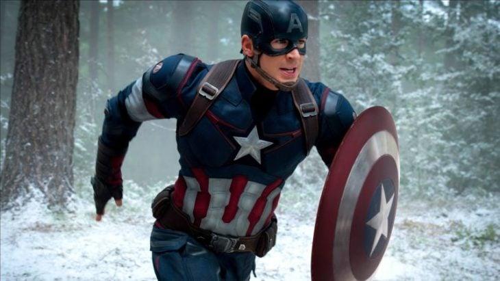 Chris Evans vestido como Capitán América