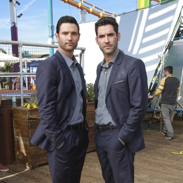 Actores junto a sus dobles; actor Tom Ellis interpreta a Lucifer