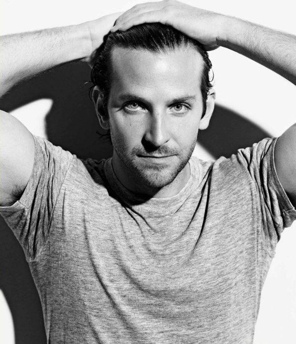 Actor, director y cantante Bradley Cooper en sesión de fotografía a blanco y negro