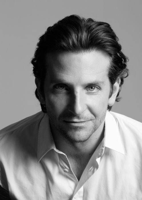 Actor, director y cantante Bradley Cooper en sesión fotográfica en blanco y negro