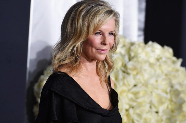 Las raras exigencias de los famosos; Kim Basinger con vestido negro