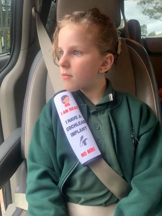 Madre crea un complemento para el cinturón de seguridad pensando en su hija