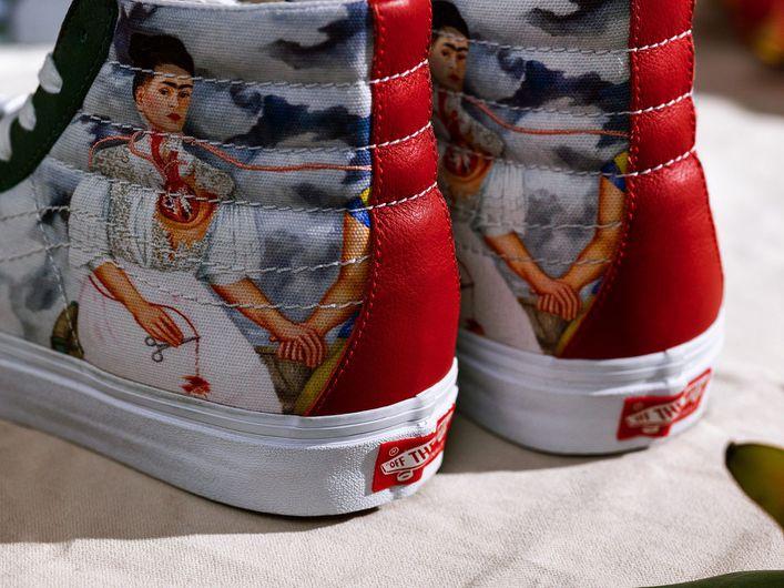 Tenis Vans replicando un cuadro de Frida Kahlo