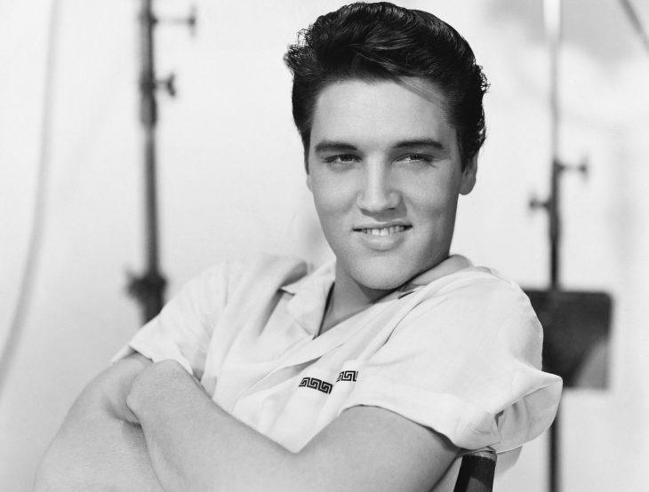 Músico Elvis Presley de joven