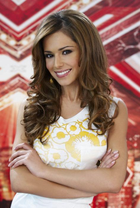 Cheryl Cole de brazos cruzados posando para The X Factor