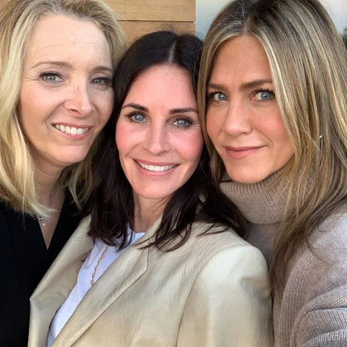 Lisa Kudrow, Courteney Cox y Jennifer Aniston como Phoebe Buffay, Monica Geller y Rachel Green en Friends