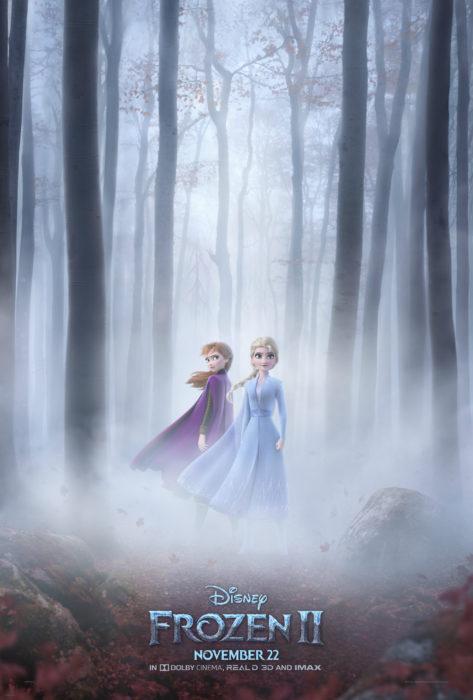 Poster oficial de Frozen, película animada de Disney, con Elsa y Anna en el bosque con neblina