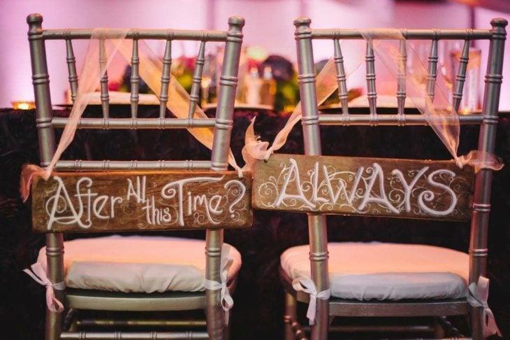Sillas para recién casados con mensajes de la película de Harry Potter