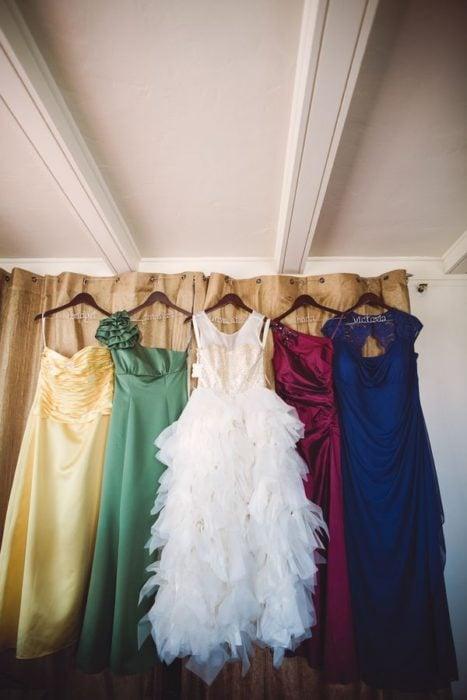 Vestidos para boda de colores amarillo, verde, vino y blanco inspirados en Harry Potter