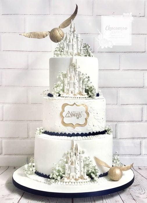 Pastel de boda de tres pisos inspirado en Harry Potter