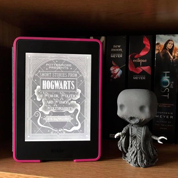 Portada del libro Historias cortas de Hogwarts de poder, política y molestospoltergeist