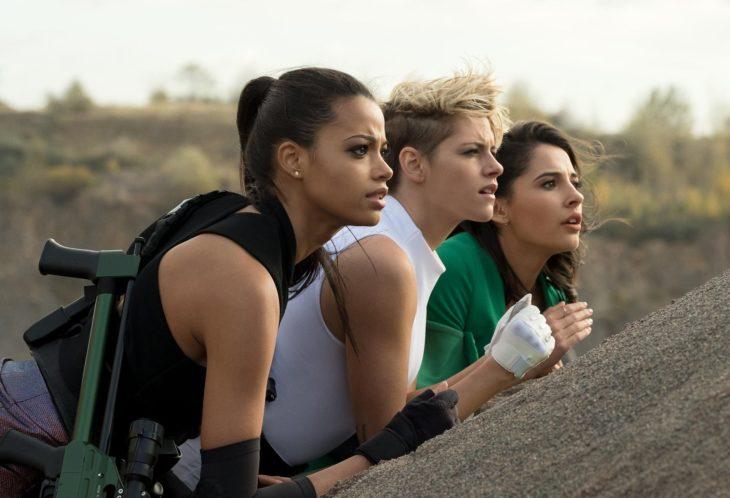 Los ángeles de Charlie 2019; Kristen Stewart, Naomi Scott y Ella Balinska como Sabina Wilson, Elena Hough y jane Kano