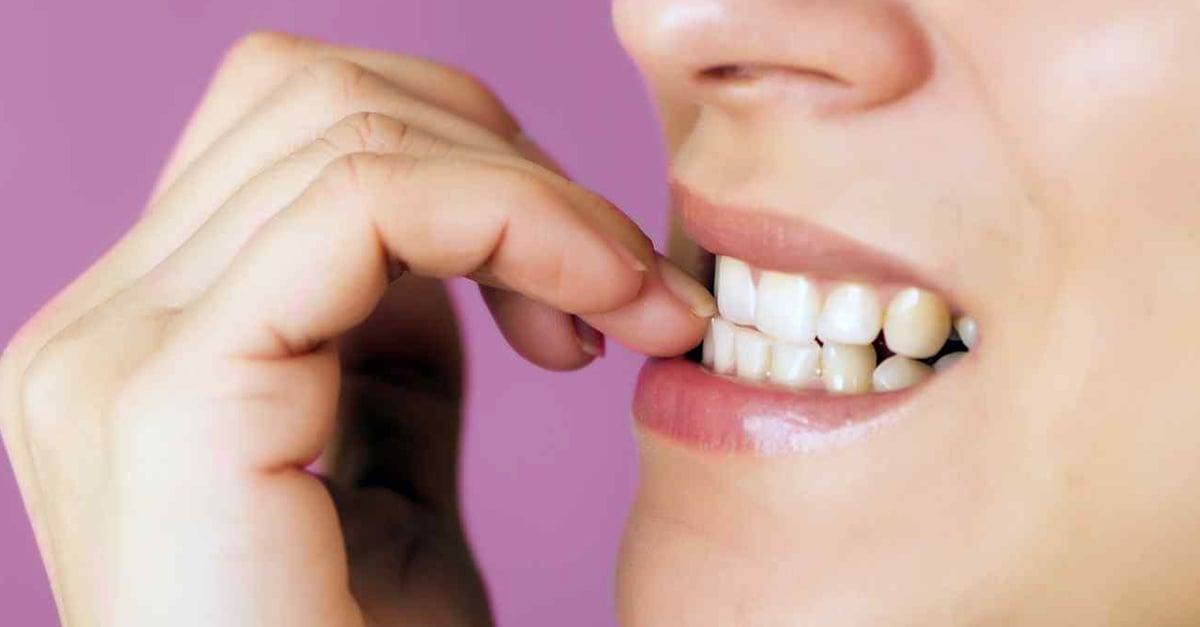 Morderse las uñas podría ser una característica de personas perfeccionistas