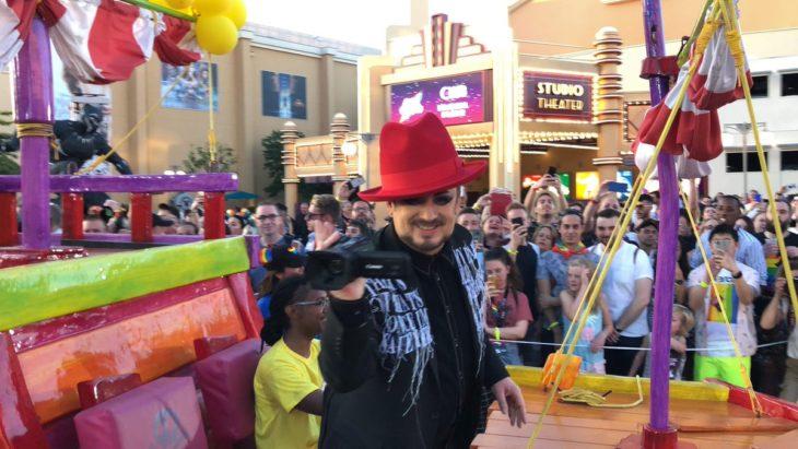 Magical Pride en Disneylandia; cantante Boy George en desfile por la diversidad de Disney