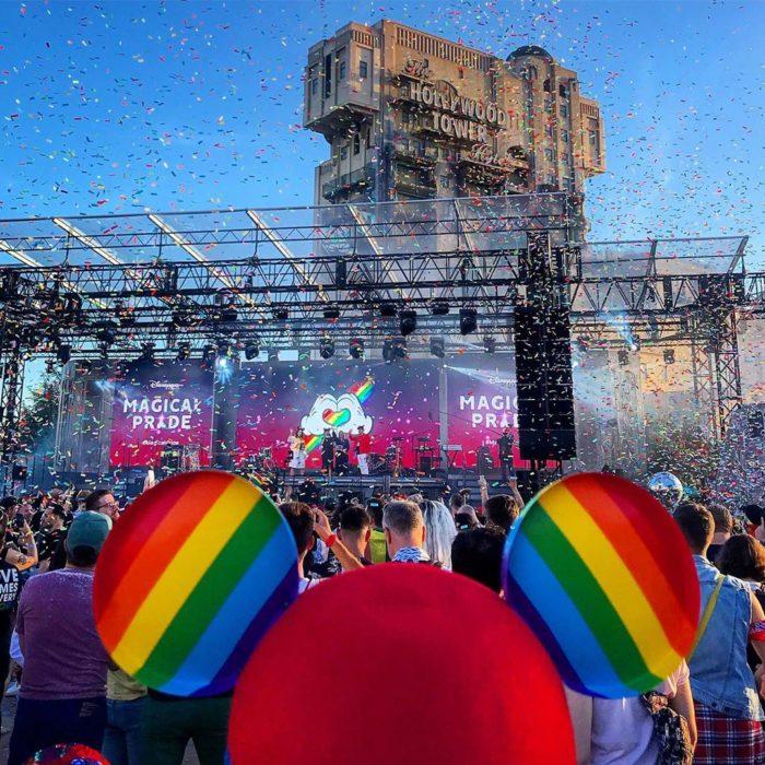 Magical Pride en Disneylandia; marcha por la diversidad, cachucha con orejas de Mickey Mouse