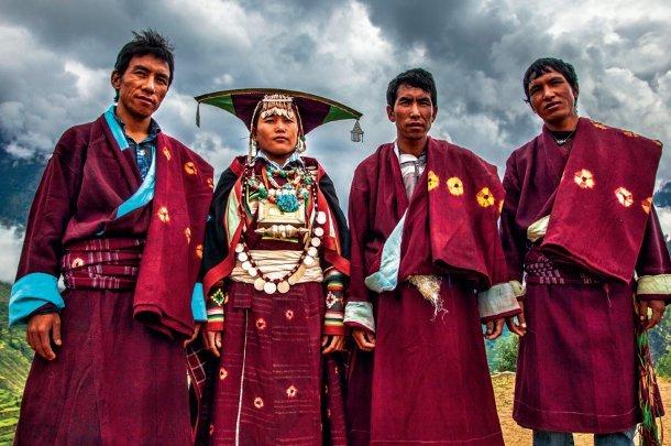 Mujer nepali con sus 3 maridos