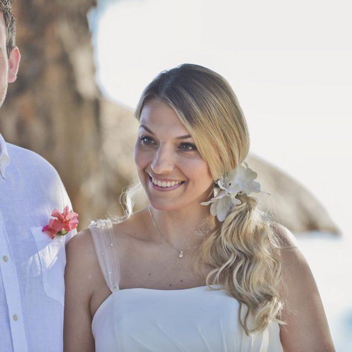 Michelle Wilson Stimson el día de su boda caminando hacia el altar junto a su padre
