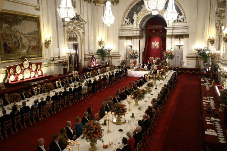 Reina Isabel II ofrece trabajo en el Palacio de Buckingham como organizador de eventos