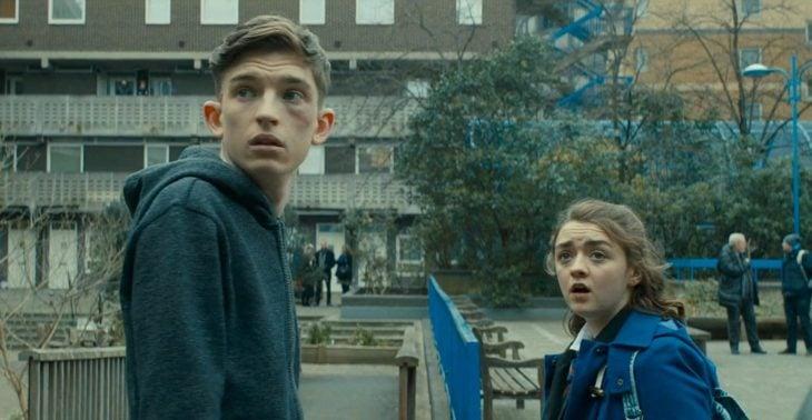 Películas y series en Netflix; iBoy con Bill Milner y Maisie Williams como Lucy y Tom