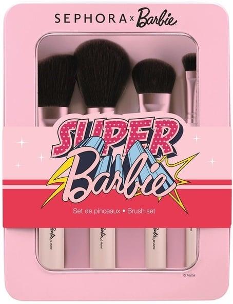 Set de brichas para maquillaje en tono rosa pastel con logo de Barbie