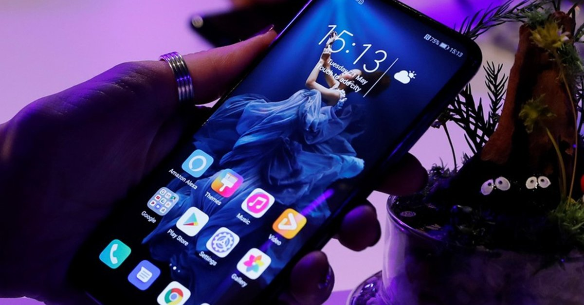 Facebook anuncia que nuevos teléfonos Huawei no tendrán preinstaladas sus apps