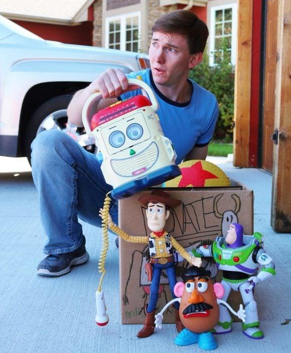 Morgan y Mason McGrew, hermanos crean version stop motion de película Toy Story 3 de Disney Pixar; juguetes Woody, Buzz lightyear y el señor cara de papa