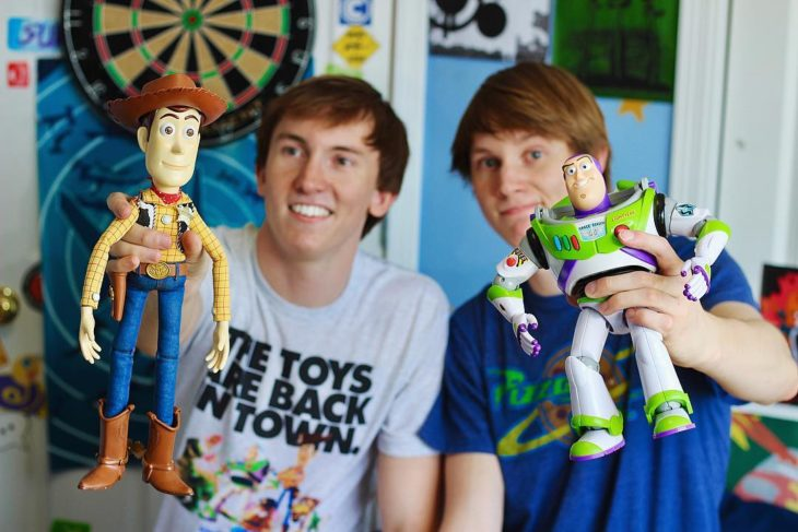 Morgan y Mason McGrew, hermanos crean version stop motion de película Toy Story 3 de Disney Pixar; juguetes de Woody y Buzz Lightyear