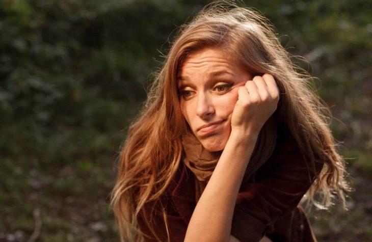 Mujer confiesa estar aburrida de su esposo