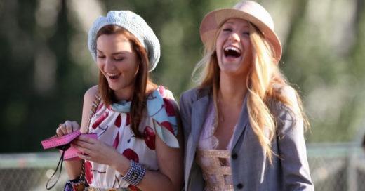 Las mujeres que hablan mucho viven por más años, según experto