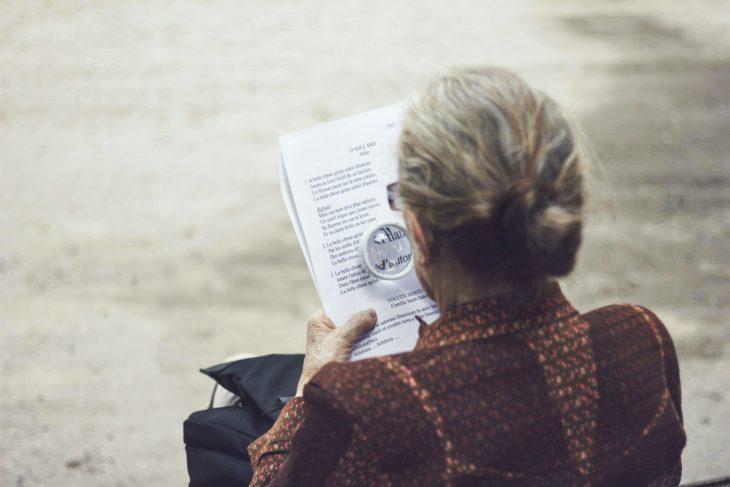 El alzheimer provoca que se olviden cosas tan sencillas como leer