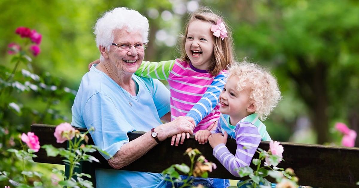 Abuelas hacen crecer felices a los niños, dice la ciencia