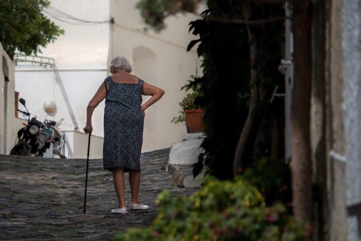 La idea de zapatos con GPS se dio para localizar a ancianitos