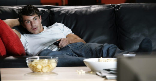 Los hombres que se desvelan viendo Netflix podrían ser infértiles