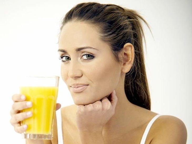 El jugo de naranja es uno de los más dañinos por su cantidad de azúcar